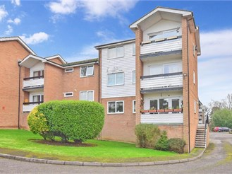 2 bedroom top floor flat in Epping