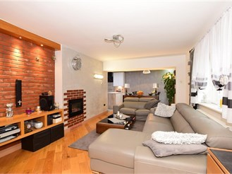 3 bedroom semi-detached house in Chigwell