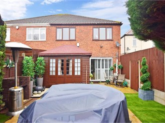 3 bedroom semi-detached house in Chingford