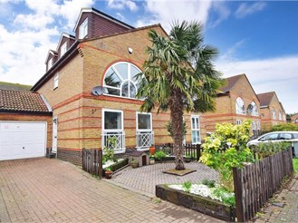 5 bedroom semi-detached house in London E6