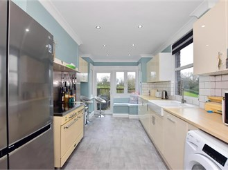 4 bed terraced house in Brentwood