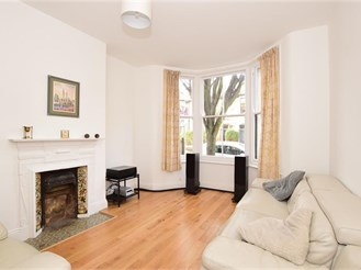 2 bedroom ground floor maisonette in Leyton, London