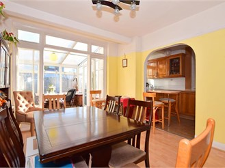 3 bed semi-detached house in Wanstead