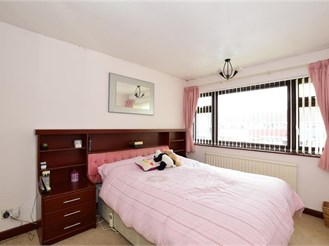 5 bedroom end of terrace house in Hornchurch