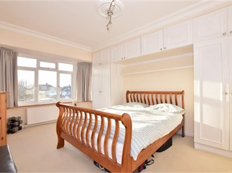 6 bedroom semi-detached house in Ilford