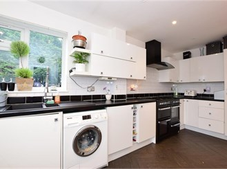 4 bed semi-detached house in Billericay