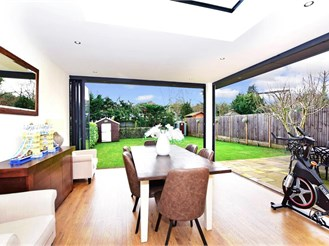 5 bed detached house in Woodford Green