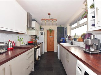 2 bedroom first floor converted flat in Walthamstow