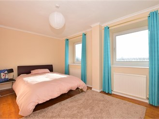 5 bedroom town house in Dagenham