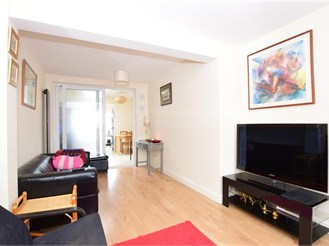 4 bed semi-detached house in Clayhall, Ilford