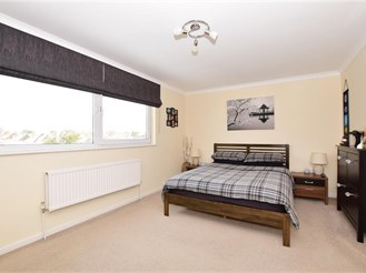 2 bedroom first floor flat in Pilgrims Hatch, Brentwood