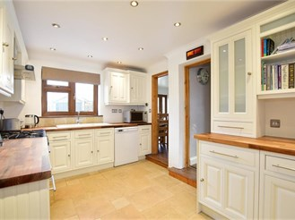 3 bed semi-detached house in Brentwood
