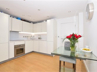 2 bed second floor apartment in Loughton
