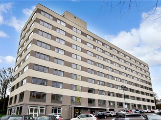 2 bed seventh floor apartment in Brentwood