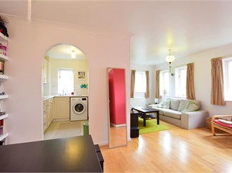 2 bed second floor flat in Wanstead