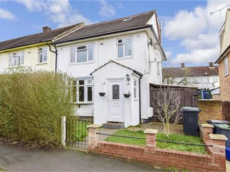 4 bedroom end of terrace house in Loughton