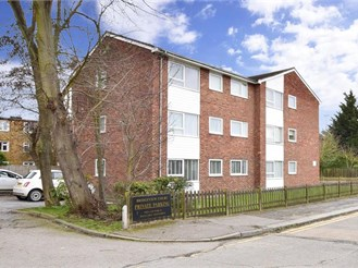 2 bed first floor flat in Hainault, Ilford