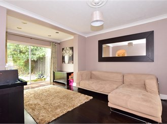 3 bed semi-detached house in Thornwood, Epping