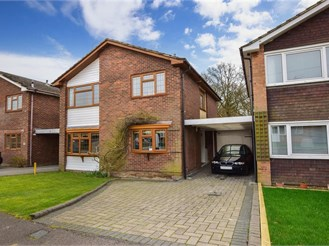 4 bed link-detached house in Chigwell