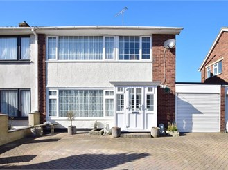 3 bedroom semi-detached house in Hornchurch
