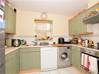 2 bed ground floor apartment in Beckton
