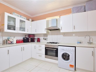 3 bed terraced house in Ilford