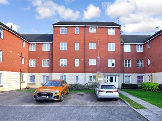 2 bedroom third floor apartment in Chadwell Heath