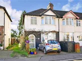 3 bedroom end of terrace house in Chingford