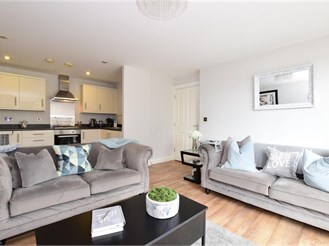 2 bed first floor flat in Loughton
