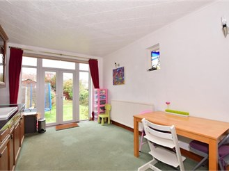 3 bed chalet bungalow in Upminster