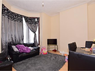 2 bed ground floor converted flat in Ilford