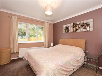 3 bed semi-detached house in Upminster