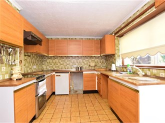 3 bed end of terrace house in Collier Row, Romford