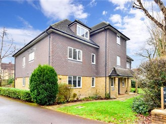2 bed top floor flat in Emerson Park