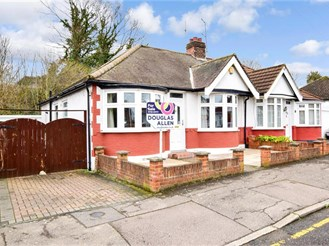 3 bedroom semi-detached house in Upminster