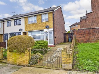 3 bedroom end of terrace house in Collier Row, Romford