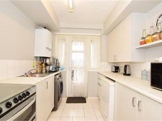 2 bed second floor flat in London E17