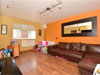 2 bed ground floor maisonette in Chadwell Heath, Romford