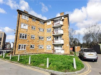 2 bed first floor flat in South Woodford