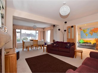 3 bed semi-detached house in Chigwell