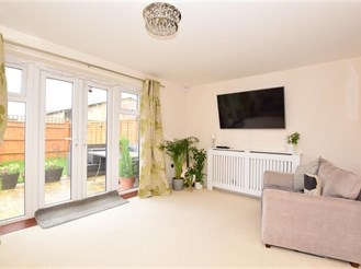 4 bed semi-detached house in Barking
