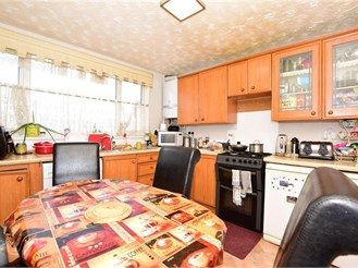 3 bed terraced house in Loughton
