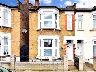3 bed end of terrace house in Ilford