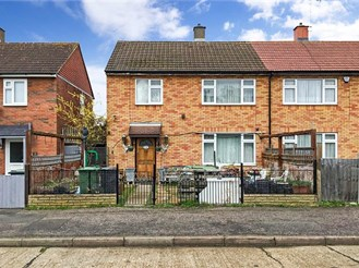 3 bed semi-detached house in Loughton