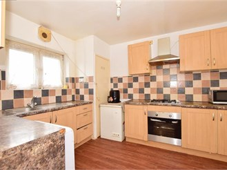 3 bed first floor maisonette in Barking
