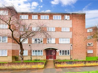 2 bed top floor apartment in Ilford