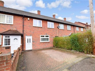 3 bed terraced house in Hainault, Ilford