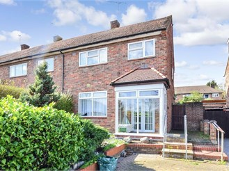 3 bed end of terrace house in Loughton