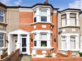 3 bed terraced house in Erith