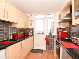 2 bed tenth floor flat in Hornchurch